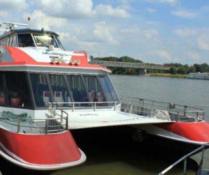 Boat trips: Catamaran to Bratislava