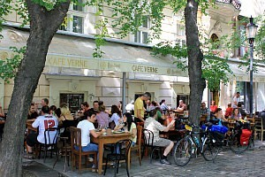 Mini Danube Cruise: cafe Verne, Bratislava