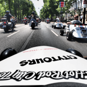 Vienna tours: hot rod on Ringstrasse