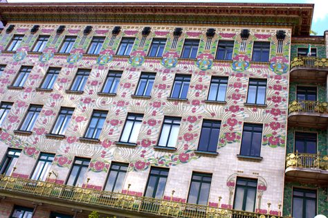 Art Nouveau Walk: Majolika House