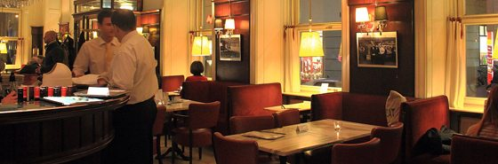 Things to do in Vienna November: Cafe Diglas