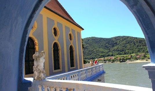 Wachau Valley Tour: Duernstein