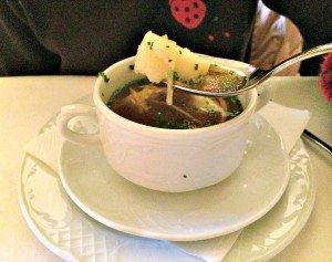 Fine Viennese cuisine in Vienna: Griessnockerlsuppe