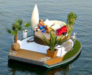 Honeymoon in Vienna: sofa boat