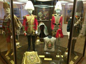 In Österreich angesiedelte Romane: Österreichisch-ungarische Militäruniformen im Museum für Militärgeschichte