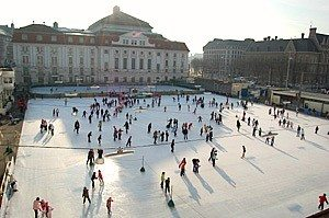 Things to do in Vienna December: ice skating