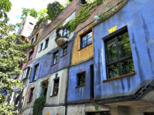 VIenna bike tour: Hundertwasser-Krawinahaus