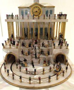 Vienna Museum: Biedermeier dresser clock
