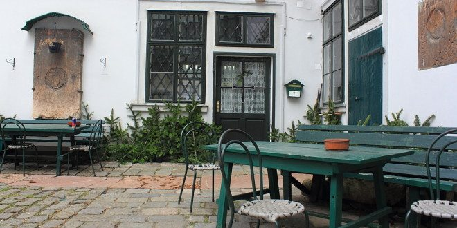 Things to do in Vienna March: secret courtyards tour