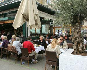 Naschmarkt in Vienna: fish restaurant Nautilus