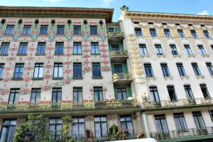 Vienna Walks: Majolikahaus