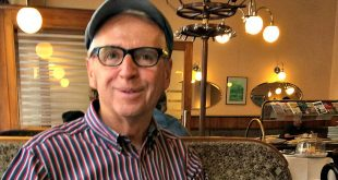 Vienna Tours private sightseeing: tour guide Walter at Cafe Braeunerhof