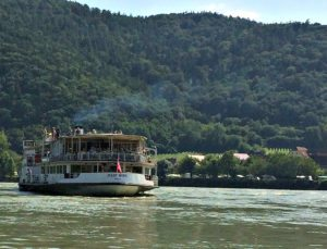 Wachau Valley: boat close to Duernstein