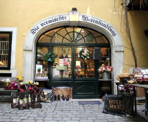 Vienna Walks: shop in Baeckerstrasse