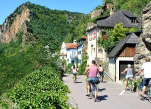Wachau valley: bike tour