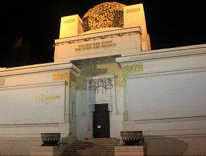 Vienna by night: Wiener Secession