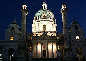 Vienna by night: Karlskirche