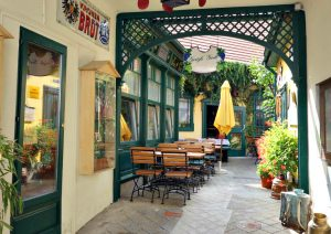 Vienna Tram: Cafe Damals in Baden