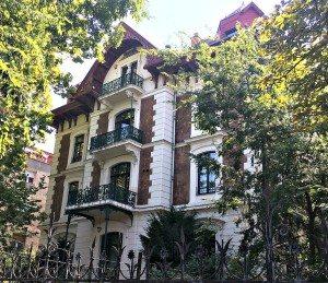 Vienna Budapest Day Trip: villa in Andrassy Utca