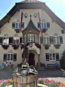 Vienna Salzburg Day Trip: St. Gilgen town hall
