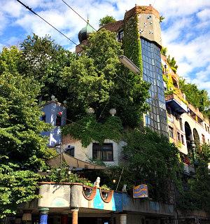 Vienna tours by bike: Hundertwasserhaus