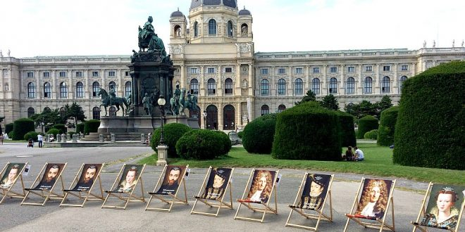 24 hours in Vienna: deckchairs of Museum of Fine Arts