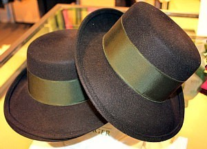 Austria Fashion Shopping: folkloric hats