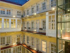 Vienna insider walk: Pawlatschen courtyard of Pertschy Palais Hotel