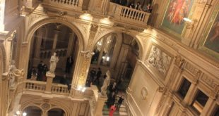 Vienna opera tour: grand staircase