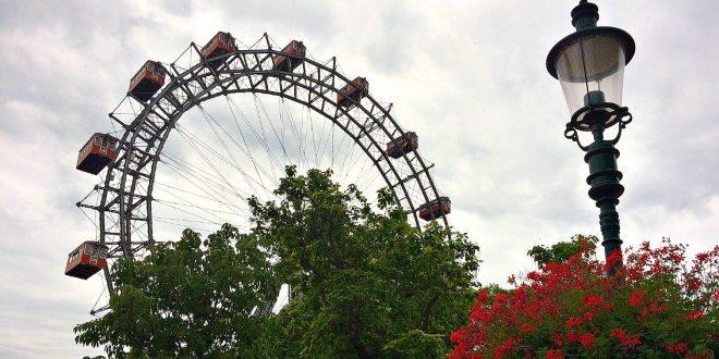 Vienna Attractions: Prater Amusement Park: Giant Ferris Wheel
