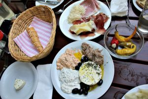 Vienna wineries: traditional dishes