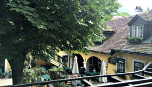 Vienna wineries: Buschenschank Wolff