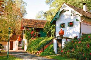 Burgenland Wine Esterhazy: vintner houses in Heiligenbrunn