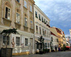 Österreichs Hauptstadt: Wiener Straße in Neubau