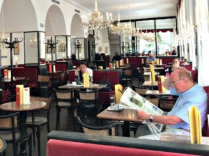 What is Vienna known for: coffeehouses