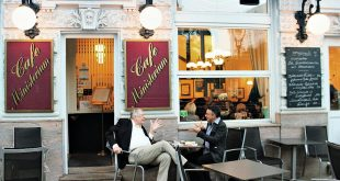 Vienna Austria things to do: coffeehouse debate