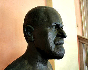 Sigmund Freud Museum: Freud bust at University of Vienna