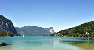 Austria cell phone use: Austrian mountain and lake