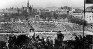 Hitler in Vienna: Speech on Heldenplatz 15th March 1938