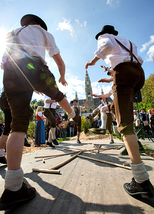 Things to do in Vienna April: Styrian Schuhplattler