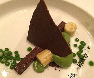 Michelin restaurant Silvio Nickol: pea and chocolate gourmet surprise