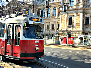 Vienna tours self guided: tramway D