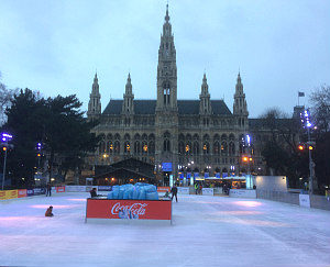 Ice skating Vienna: ice rink and City Hall