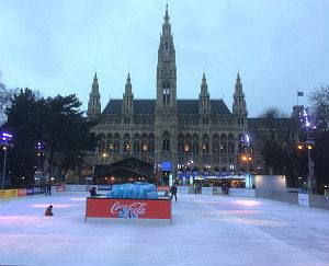 Eislaufen Wien: Eisbahn und Rathaus