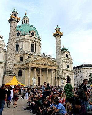 baroque architecture in Vienna: Church St Charles Borromeo / Karlskirche