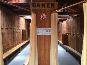 Vienna swimming pool Neuwaldegg: vintage lockers