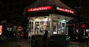 Vienna sausage stand by night